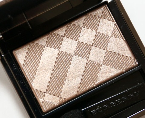 Burberry-Nude-Wet-Dry-Glow-Shadow-No.-002-review.jpg